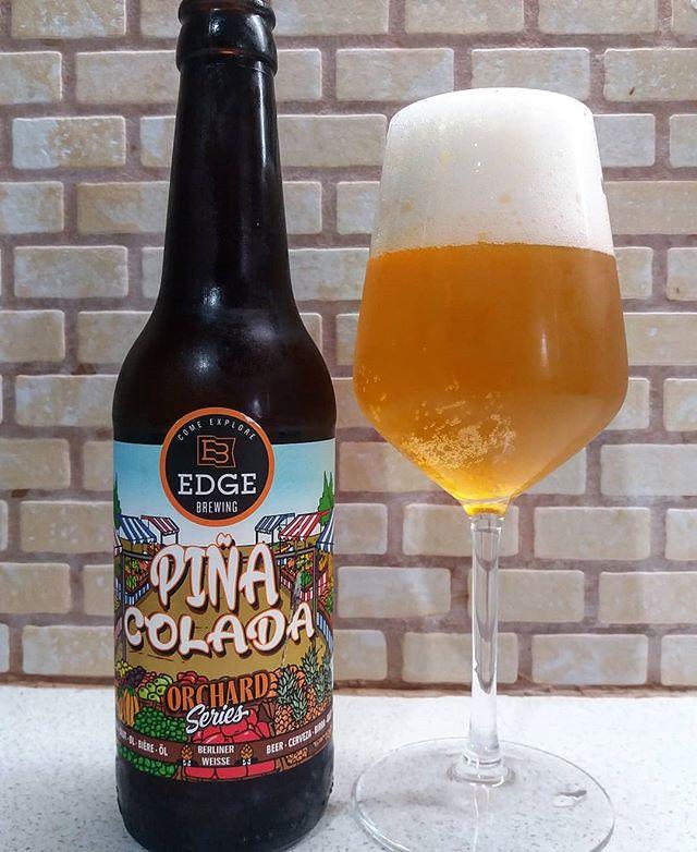 Είναι μερικές μπίρες που τις πίνεις και χαμογελάς σαν παιδί... Τέτοια είναι και η Piña Colada Sour της Edge Brewing... #meninale #cavadipatsi #edgebrewing #piňacolada #sour #surøl #barcelona