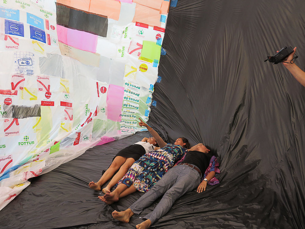 """Becoming Aerosolar"" hosted by Red Cross / Red Crescent Development & Climate Days, Lima, Peru, 2014. Photography by Studio Tomás Saraceno, © Museo Aero Solar, 2014"