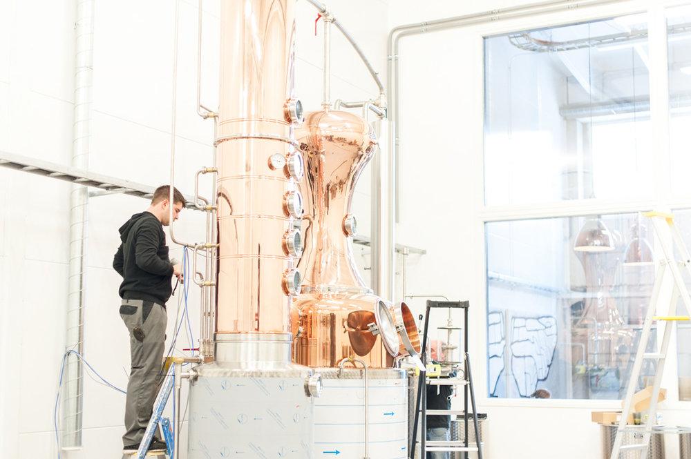 Installing of the Ägräs Distillery stills