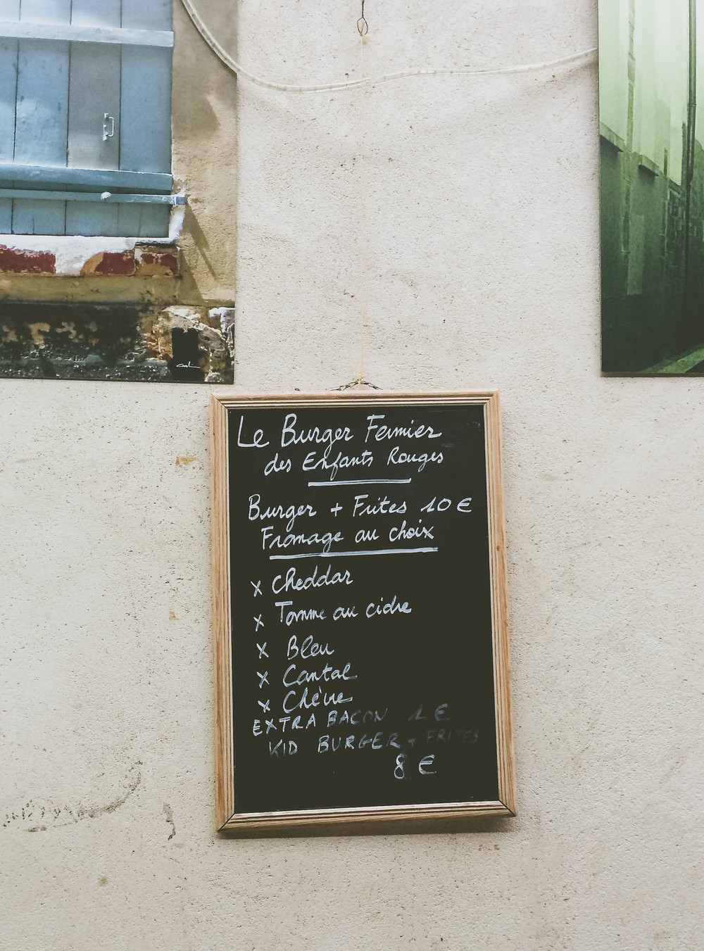 A sign for a small burger joint at the Marché des Enfants Rouge.