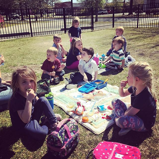 Enjoying our lunch outside today. Spring days were made for picnics 🥪🍎 #mdah #montessorikids #picnicparty #montessorischool #ourkidsarethebest