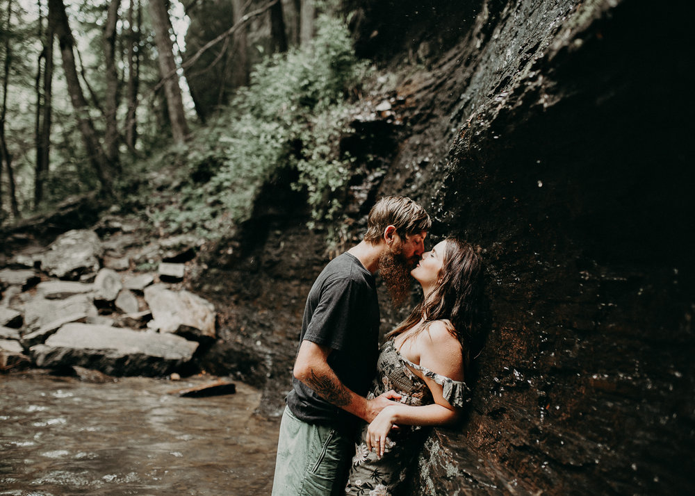 Cloudland canyon, whaterfall georgia, couples waterfall engagement 22.jpg