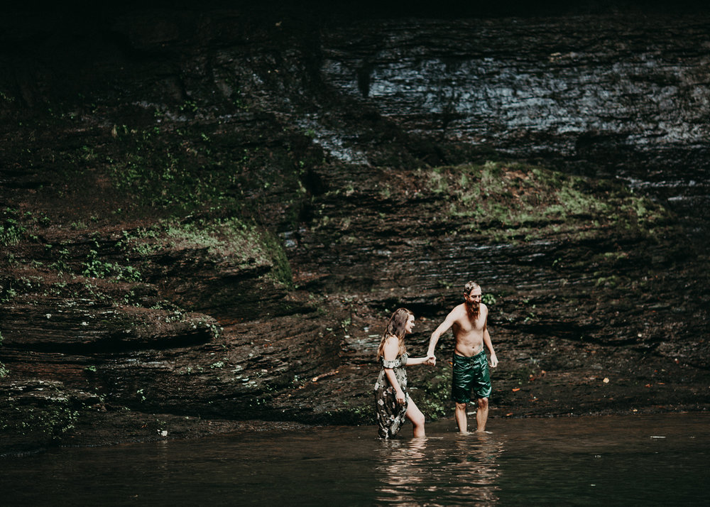 Cloudland canyon, whaterfall georgia, couples waterfall engagement 27.jpg