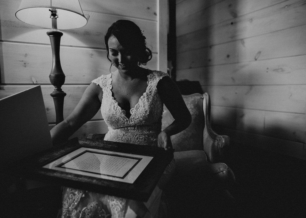 24 - gift exchange on wedding day .jpg