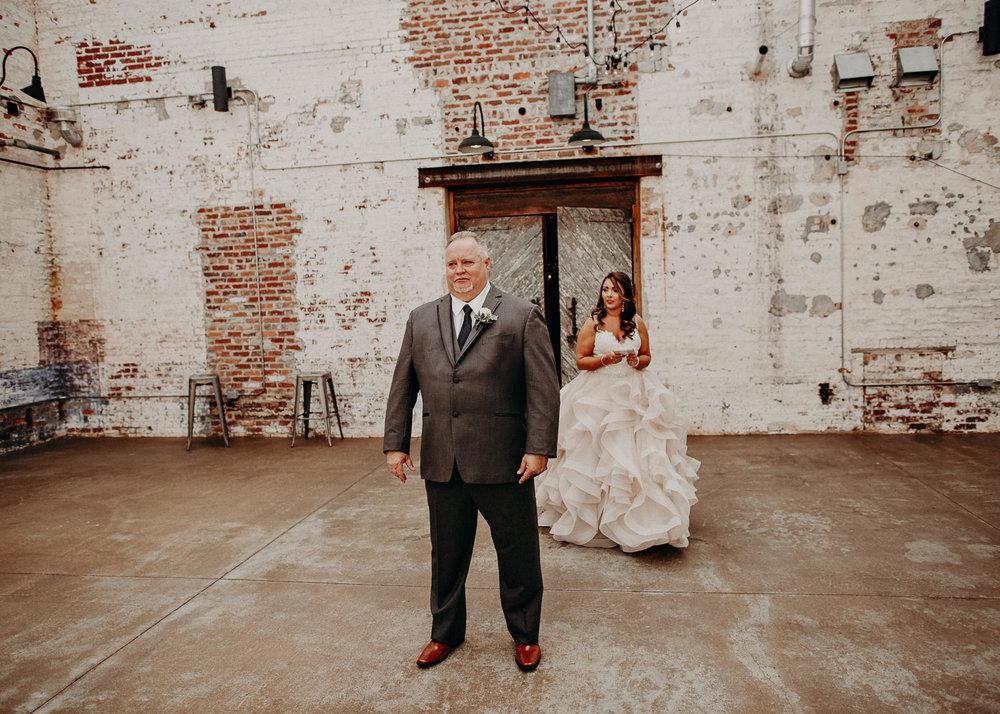 15 4 - Atlanta Wedding Photographer - The engine room - Ga - Wedding trends - Aline Marin Photography.jpg
