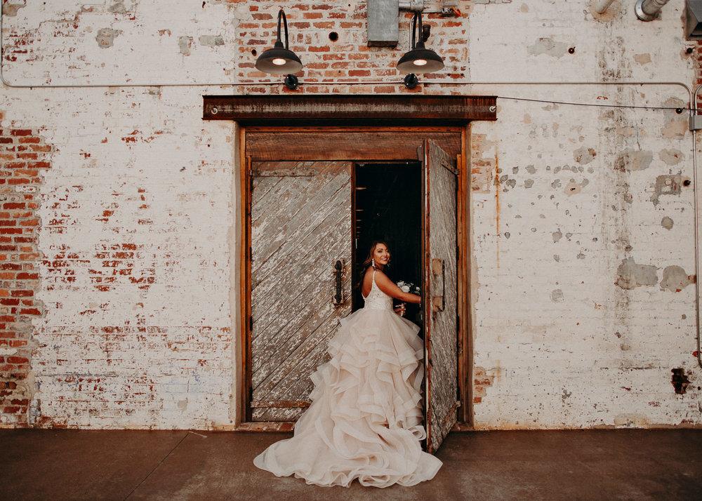 33 4 - Atlanta Wedding Photographer - The engine room - Ga - Wedding trends - Aline Marin Photography.jpg