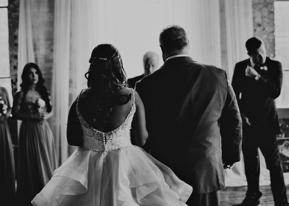 41 4 - Atlanta Wedding Photographer - The engine room - Ga - Wedding trends - Aline Marin Photography.jpg