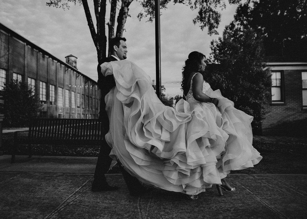 55 4 - Atlanta Wedding Photographer - The engine room - Ga - Wedding trends - Aline Marin Photography.jpg