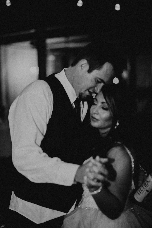 90 - Atlanta Wedding Photographer - The engine room - Ga - Wedding trends - Aline Marin Photography.JPG