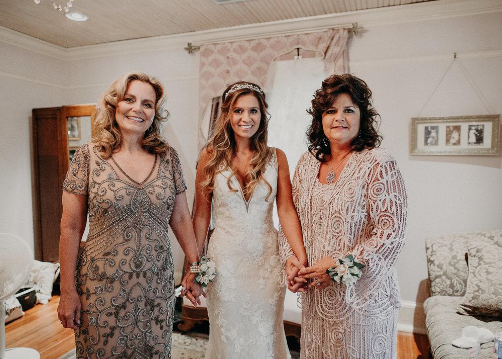 17Carl House Wedding Venue Ga, Atlanta Wedding Photographer - Boho, Bohemian, Junebug Weddings, Vintage, Retro, Trendy. Aline Marin Photography. .jpg