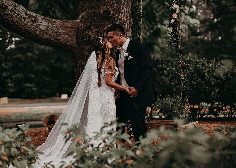 35Carl House Wedding Venue Ga, Atlanta Wedding Photographer - Boho, Bohemian, Junebug Weddings, Vintage, Retro, Trendy. Aline Marin Photography. .jpg