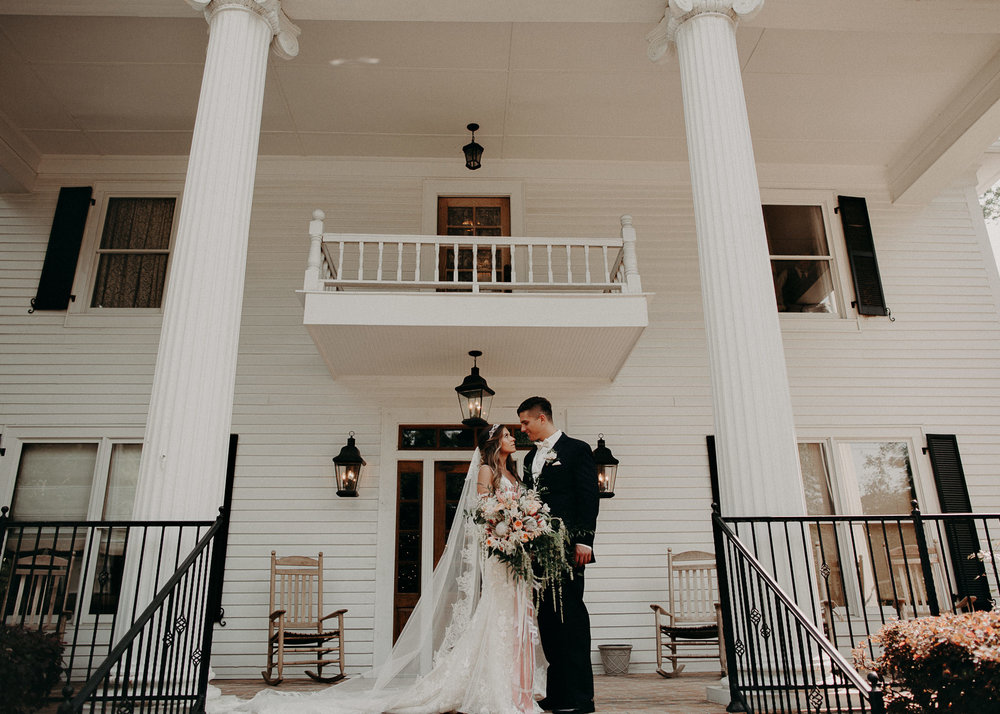 59Carl House Wedding Venue Ga, Atlanta Wedding Photographer - Boho, Bohemian, Junebug Weddings, Vintage, Retro, Trendy. Aline Marin Photography. .jpg