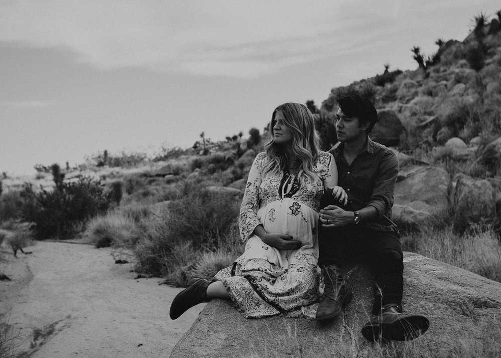 18 - Pregnancy photoshoot : California, Joshua tree : Atlanta wedding and portrait photographer .jpg