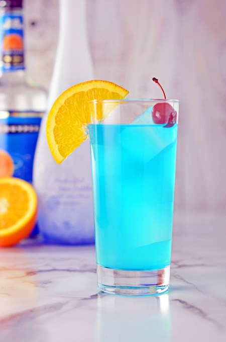 https://thecakechica.com/blue-lagoon-cocktail/