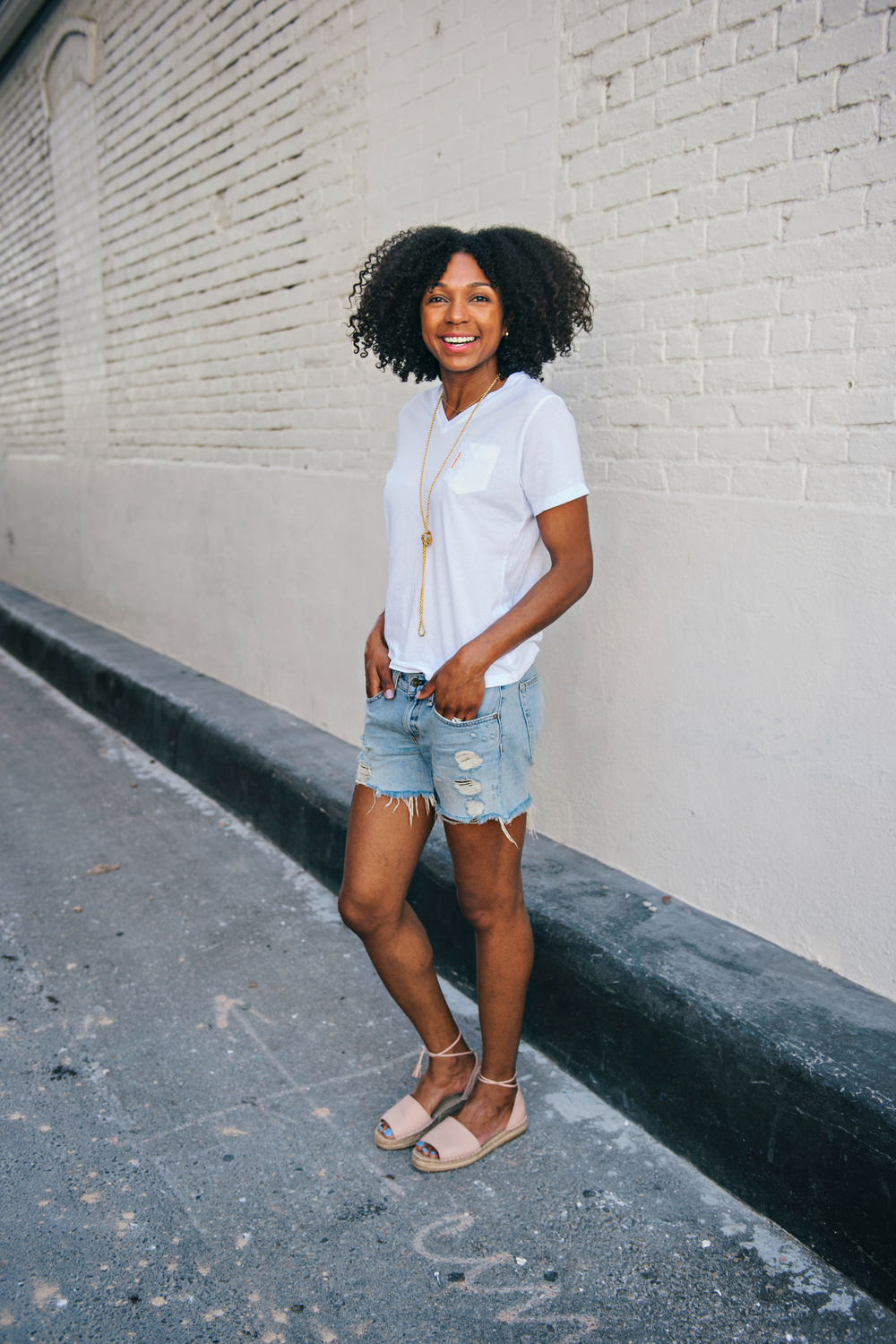 Babes!! Shorts and sandals. It doesn't get any easier than that. This look gets me ready for cruiser rides and summer strolls. Who's ready?!!