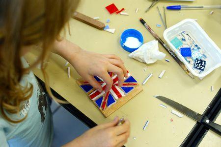 Création d'un drapeau anglais en mosaique lors d'un atelier