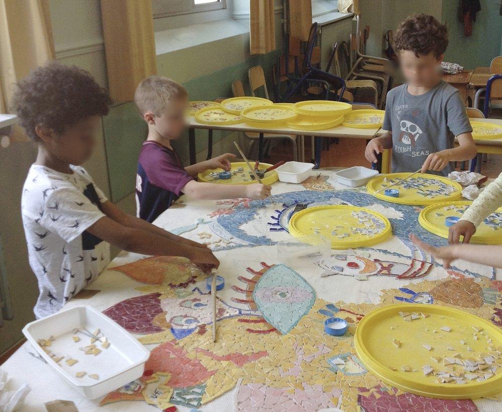 Fresque mosaique école Sago Voltaire  (4).jpg