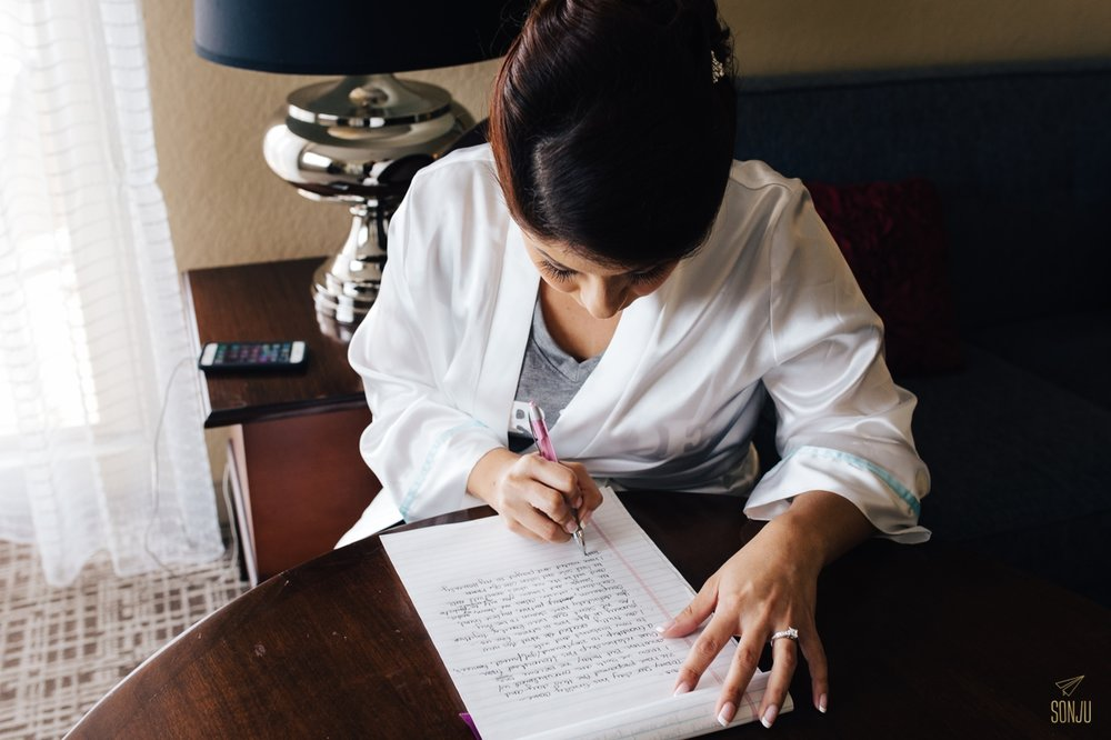 Bride writes love letter at plantation renaissance hotel marriott