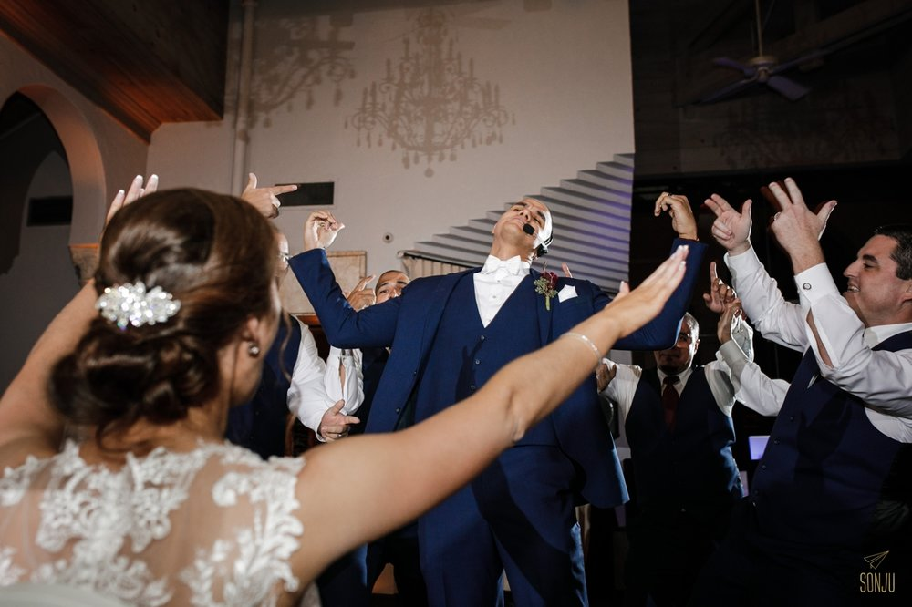 Groom-choreographed-dance-miami-wedding-photographer
