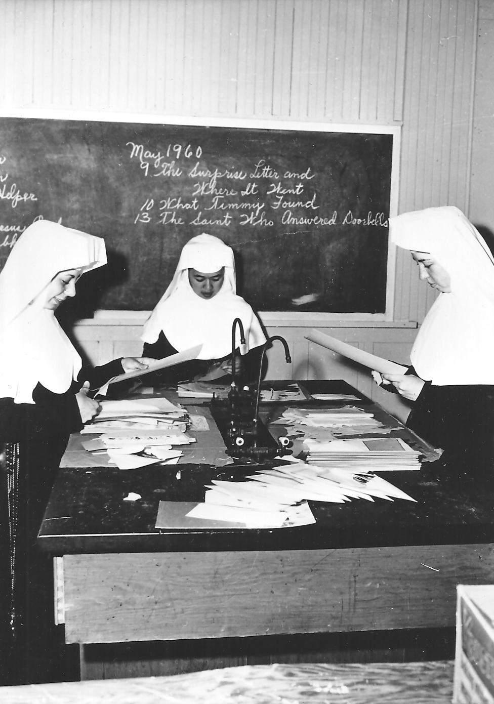 6 Sisters 4 classroom May 1960.jpg