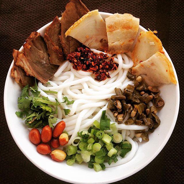Our noodle bowl has 50 different ingredients! Come down to the #beavertonfarmersmarket to try it today! #Portland #portlandeats #portlandnw #portlandia #portlandfoodies #pdx #pdxeats #portlandfarmersmarket #guilinricenoodles