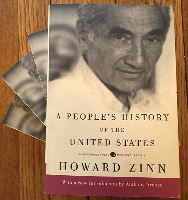 Now in stock: A People's History of the United States by Howard Zinn, probably the most important book written about America. Plus I have lots of other exciting new arrivals. See you tomorrow, 12:30-4:30. 🙂 . . . #howardzinn #apeopleshistoryoftheunitedstates #books #bookstore #illio #itlookslikeitsopen