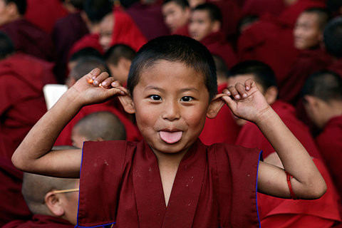 smiles,boy,india,kid,monk,budism-38397ac42e801223505bca90dcbf2941_h.jpg