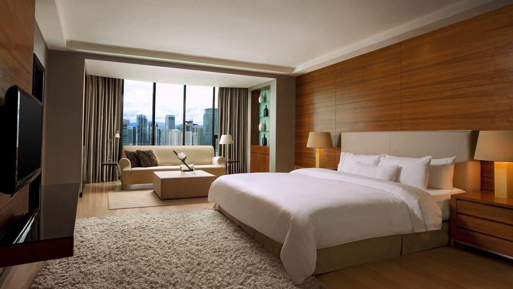 Chairman-Suite---Bedroom_1600x900.jpg