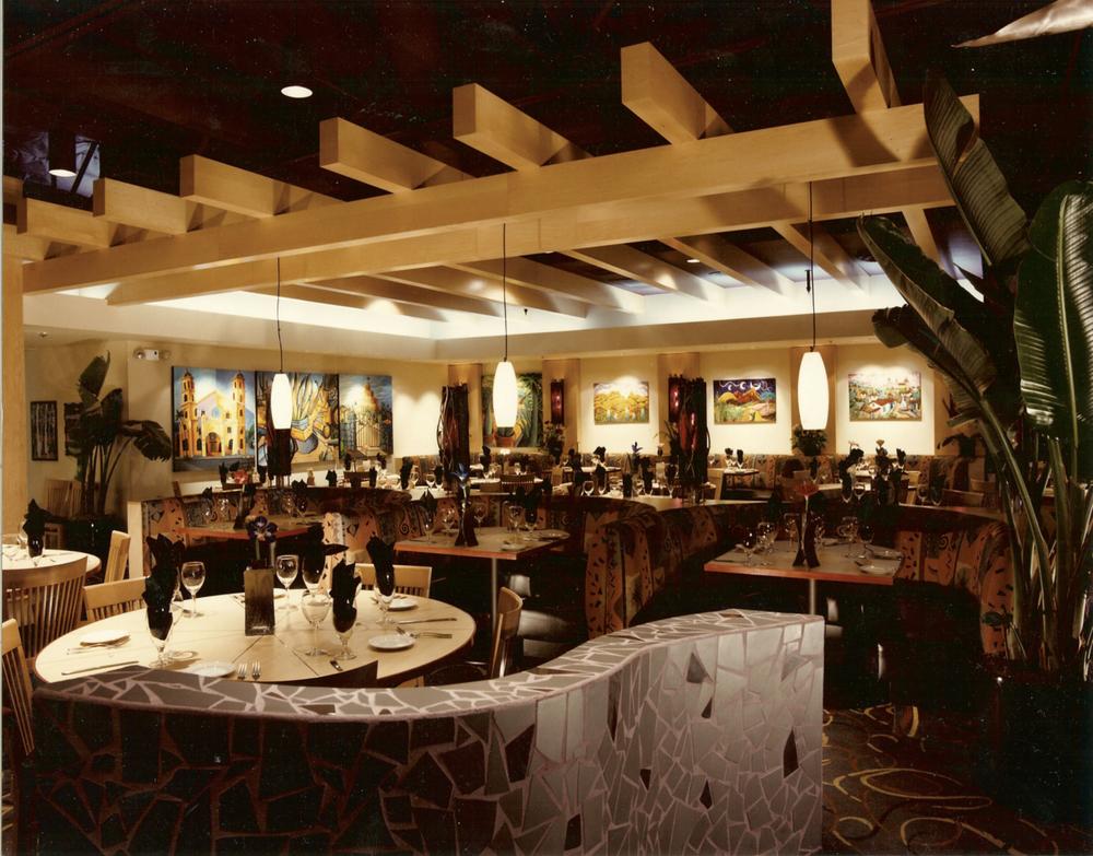 roy's restaurant1.jpg