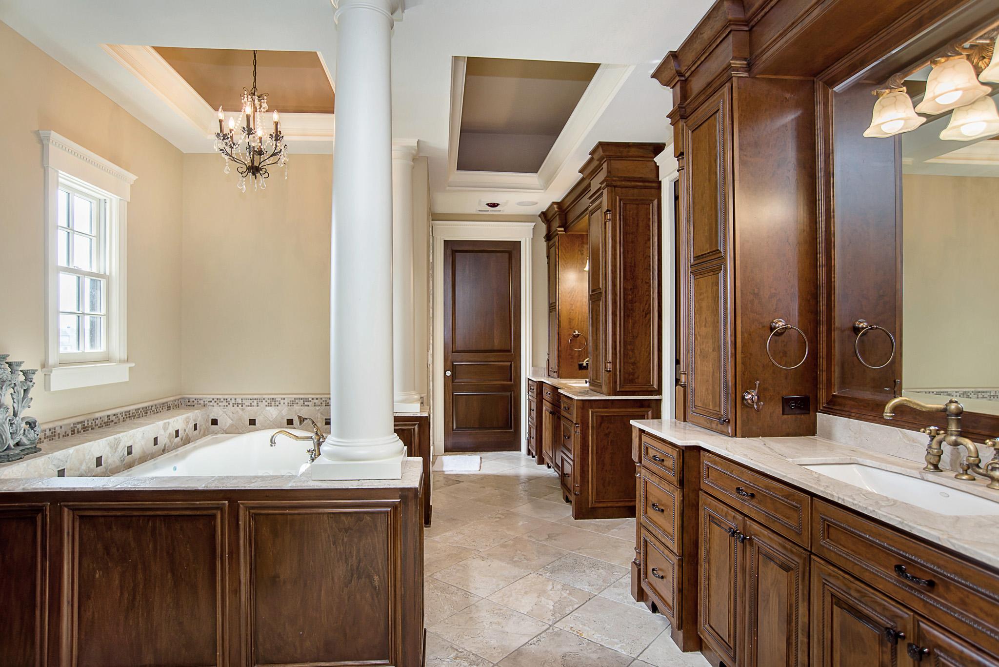 32-Master Bathroom.jpg