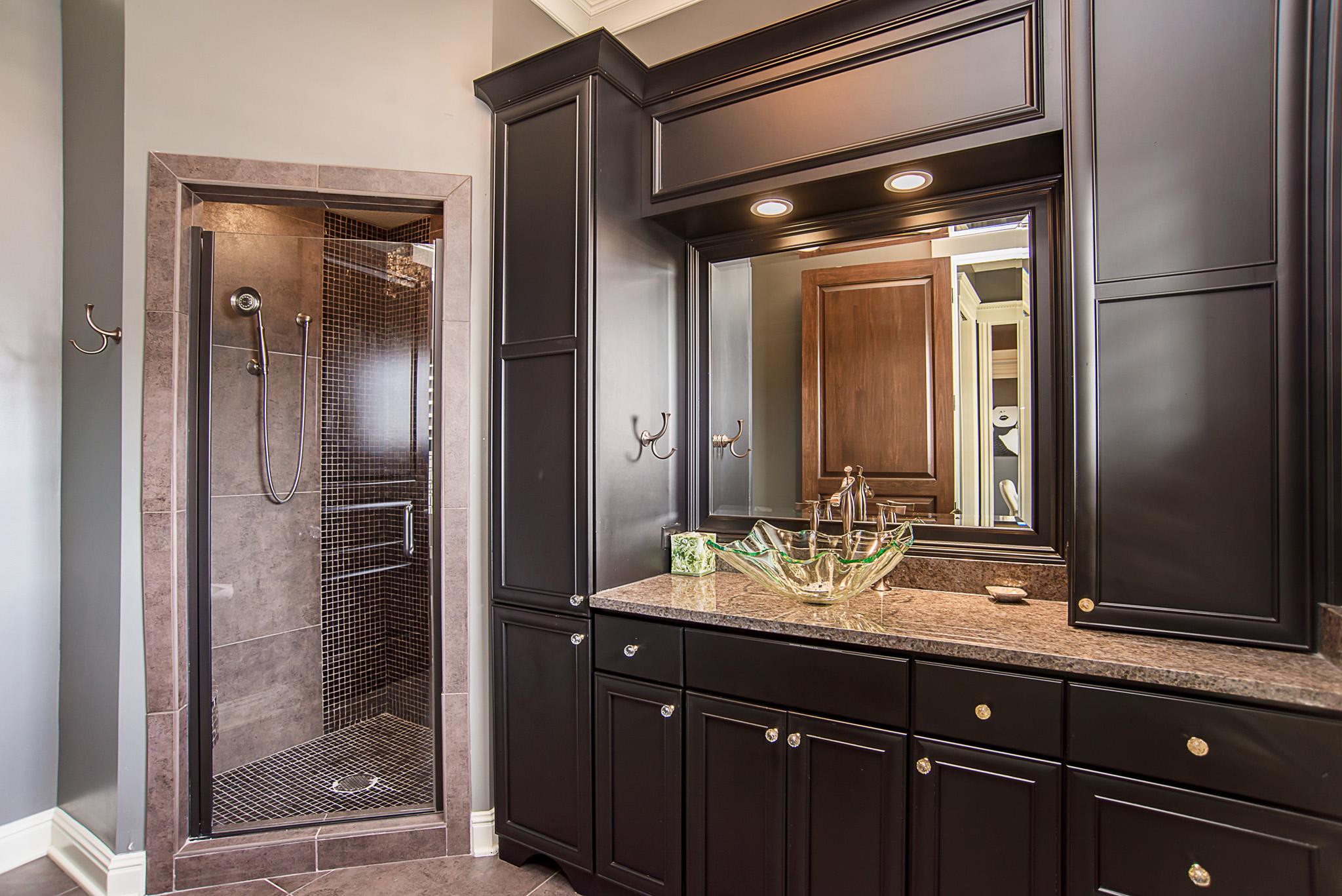 42-Guest Bathroom.jpg