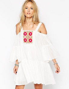 VESTIDO CON BORDADO I ASOS COLLECTION