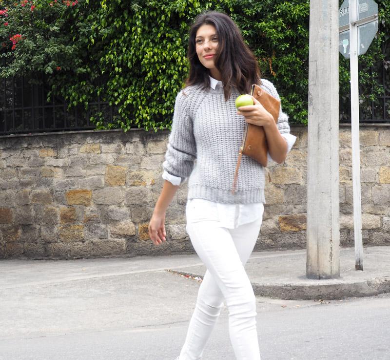 las tendencias de los jeans blancos hacen los looks mas cool de la temporada
