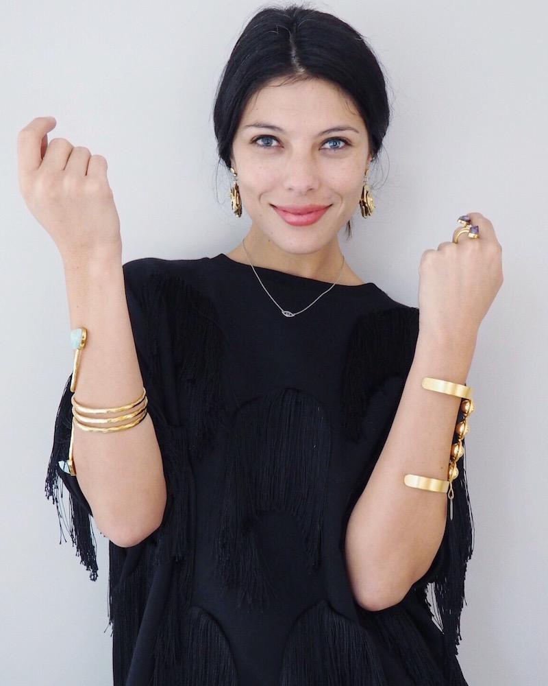 Ana Buendia en el trunk show de joyeria de fashion top5 THEtop5SHOP jewelry con pulseras de lolie y daniela salcedo