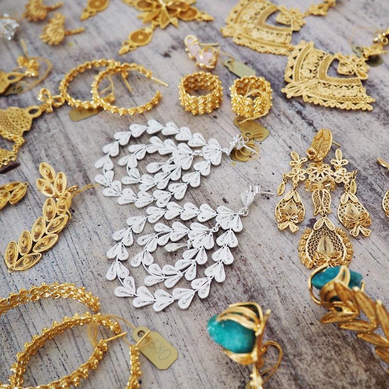 Aretes y pulseras de plata en filigrana