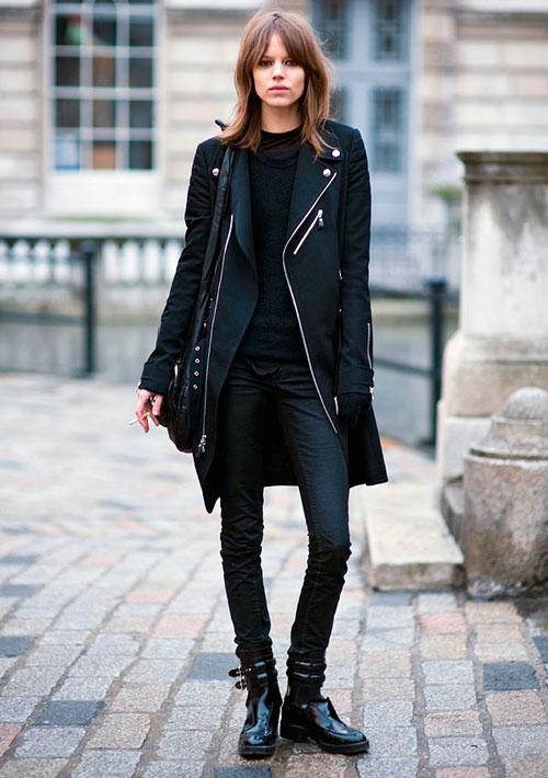 Un saco negro unos pantalones negros y listo el look mas cool