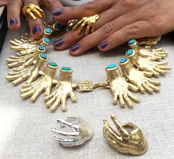 las joyas de pr series son la tendencia en ny por sus anillos y pulseras de manitos