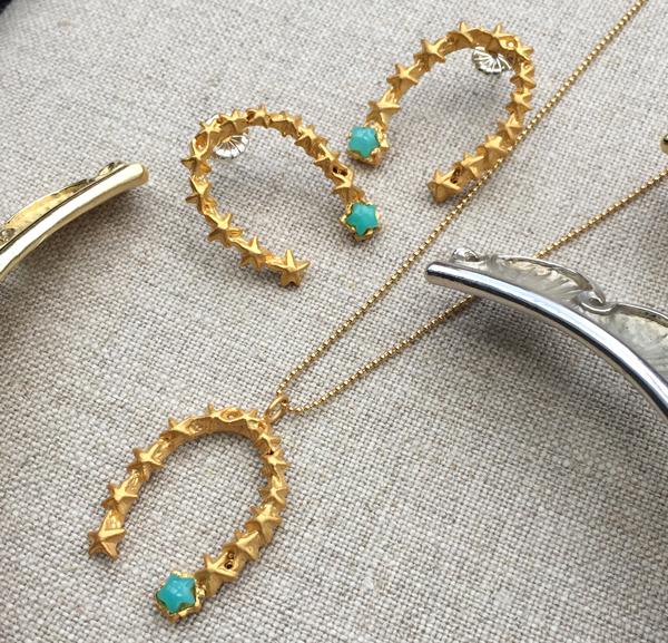 Diseñadores de joyas como pr series son las tendencias de moda. colgante en u