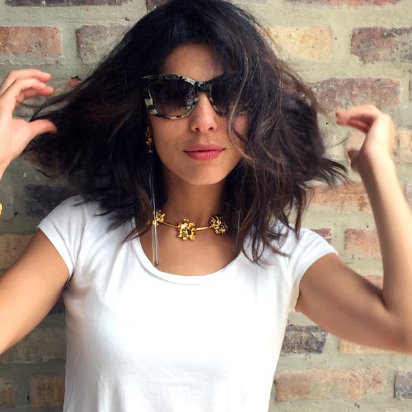 la blogger de moda ana buendia con joyas de pr series