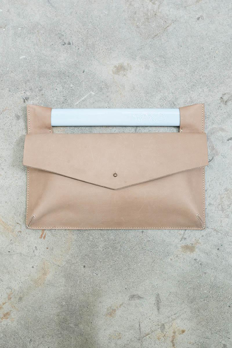tigre-salon-maletin-cuero-dienadores-colombianos-2-minimalismo.JPG
