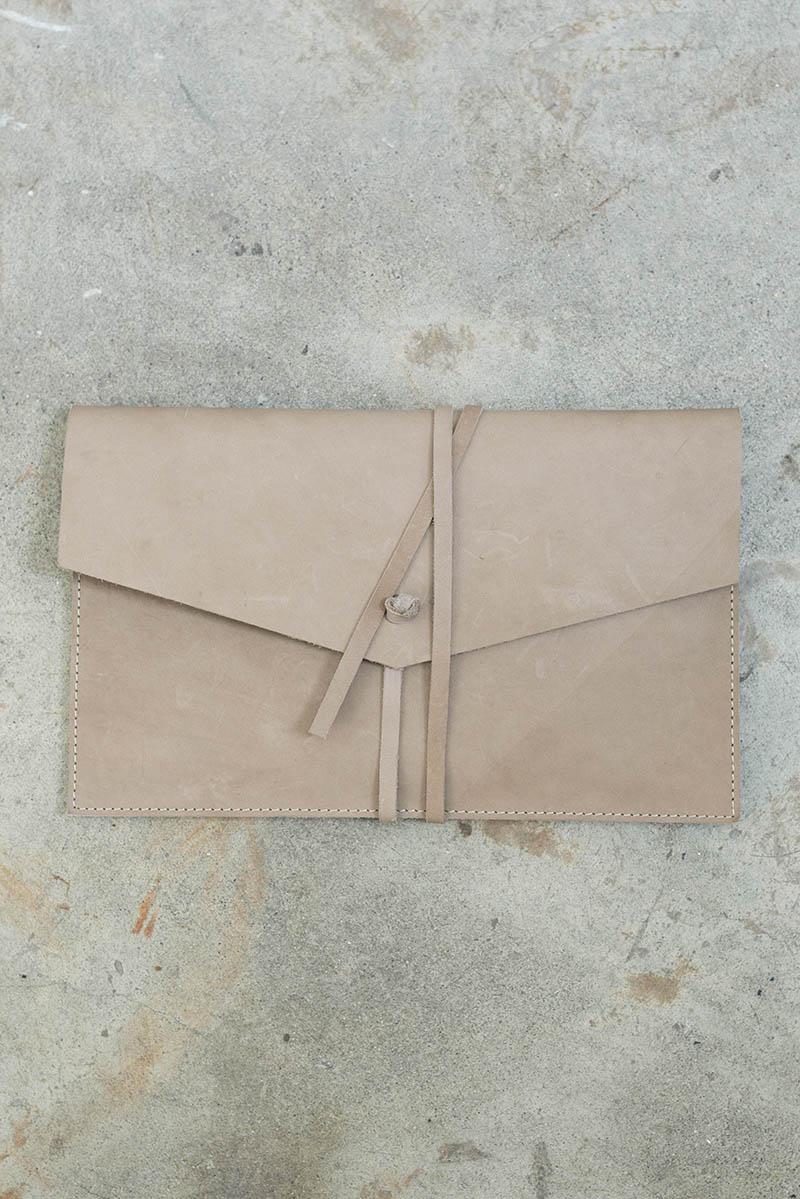 tigre-salon-maletin-cuero-dienadores-colombianos-3-minimalismo.JPG