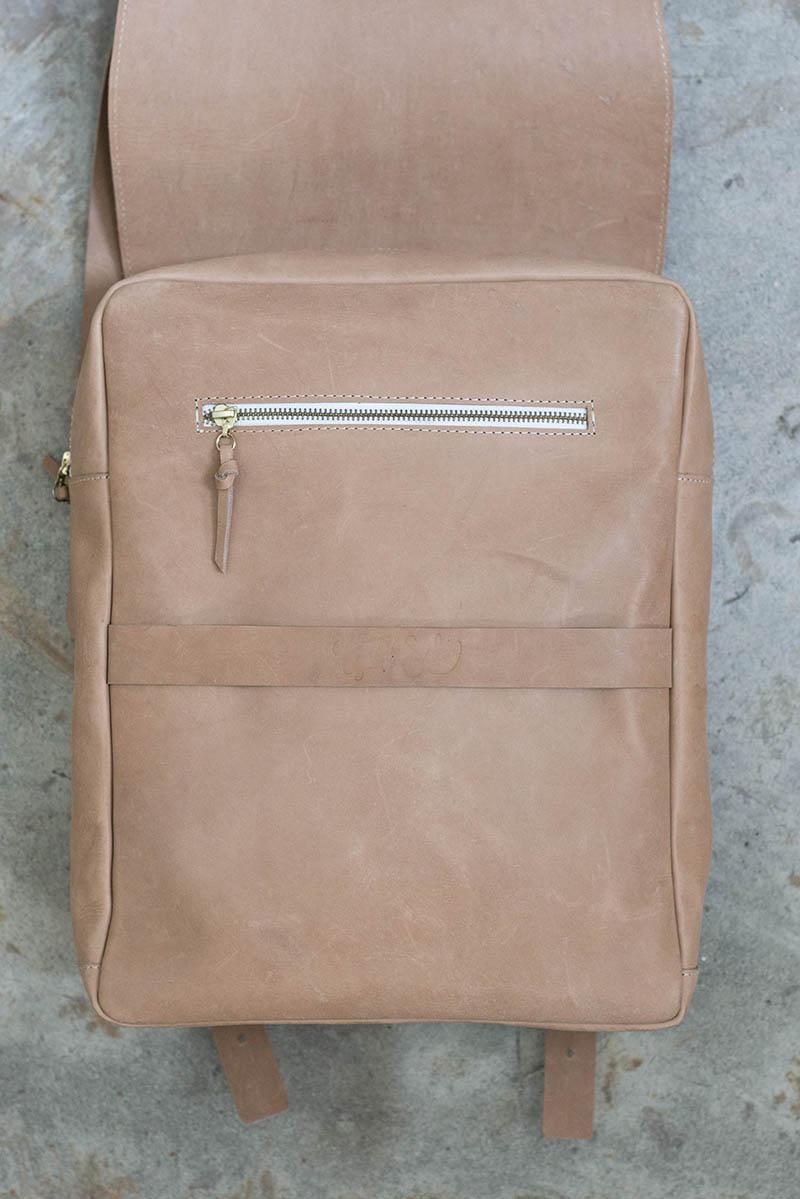 tigre-salon-maletin-cuero-dienadores-colombianos-6-minimalismo.JPG