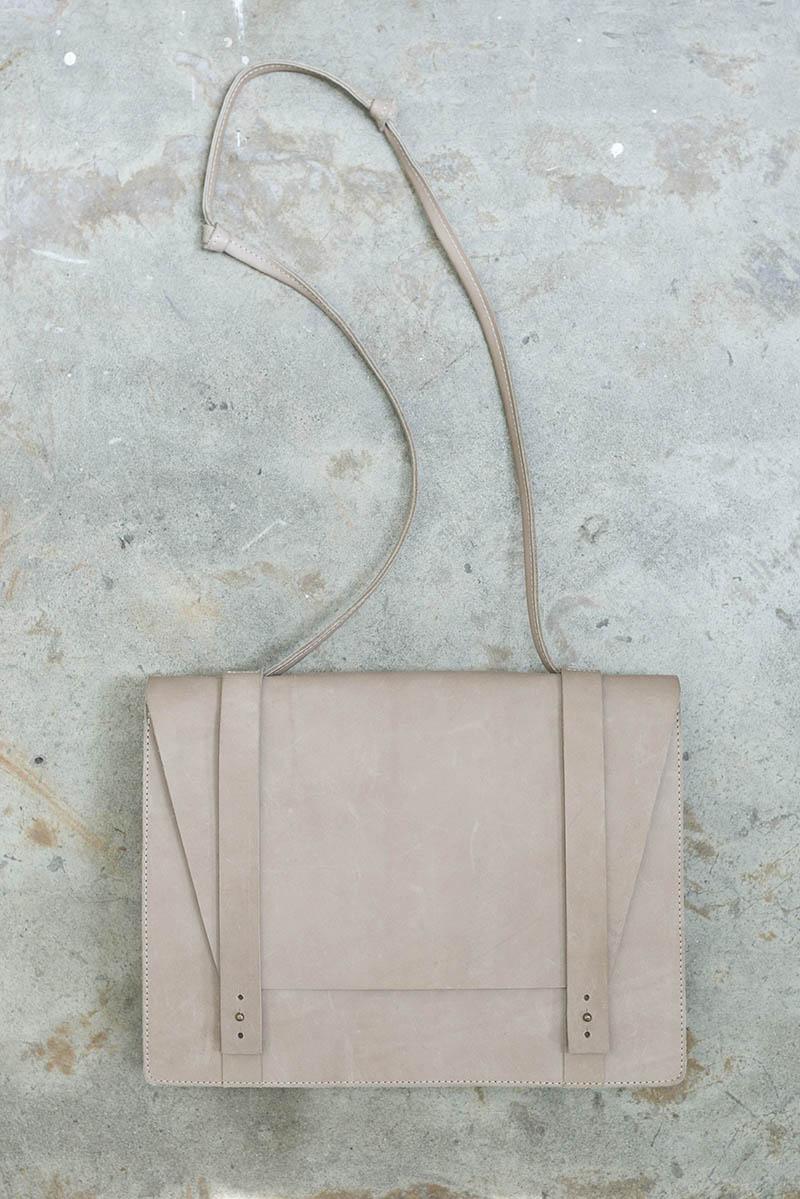 tigre-salon-maletin-cuero-dienadores-colombianos-11-minimalismo.JPG