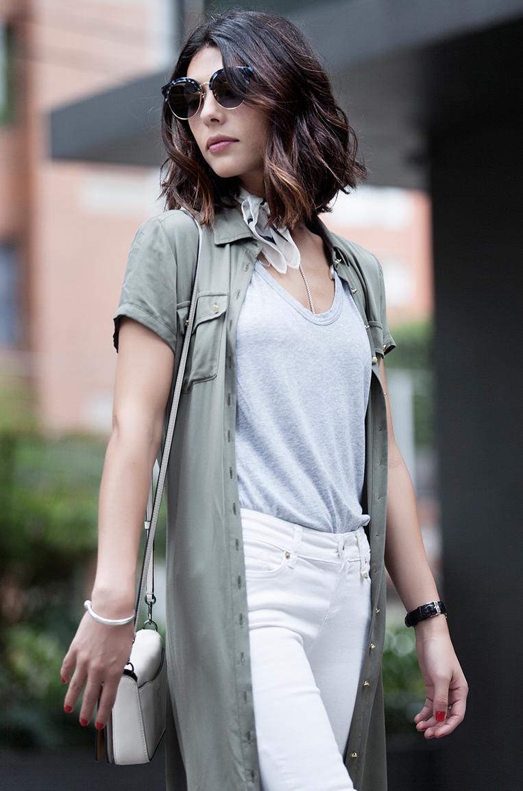 Looks de moda cool para usar en bogota kimonos y camisas largas, cartera coach, joyas  ana buendia jewelry