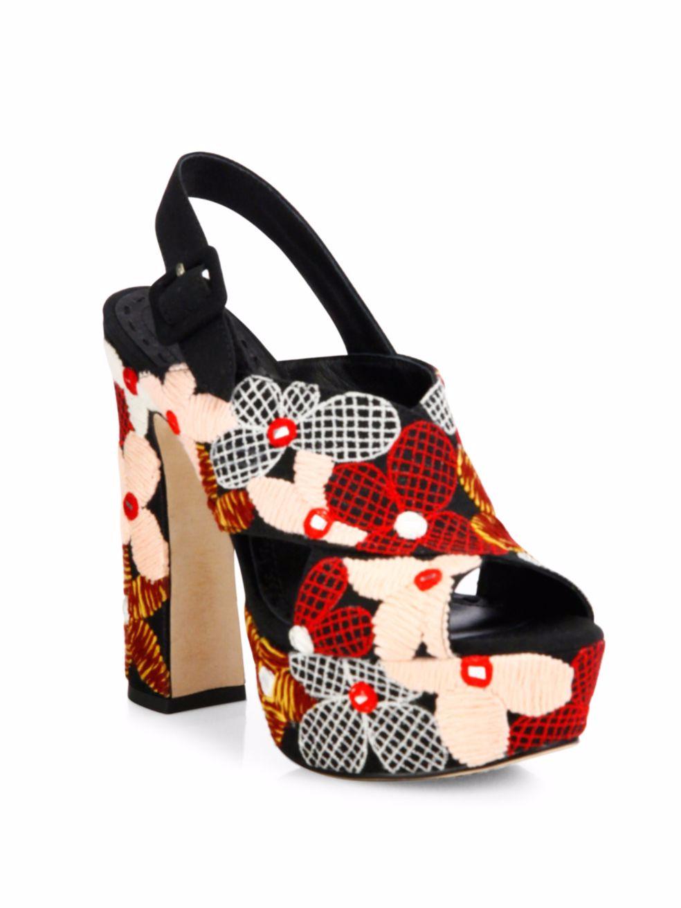 moda-cool-fashiontop5-ana-buendia-sandalias-estampadas.png