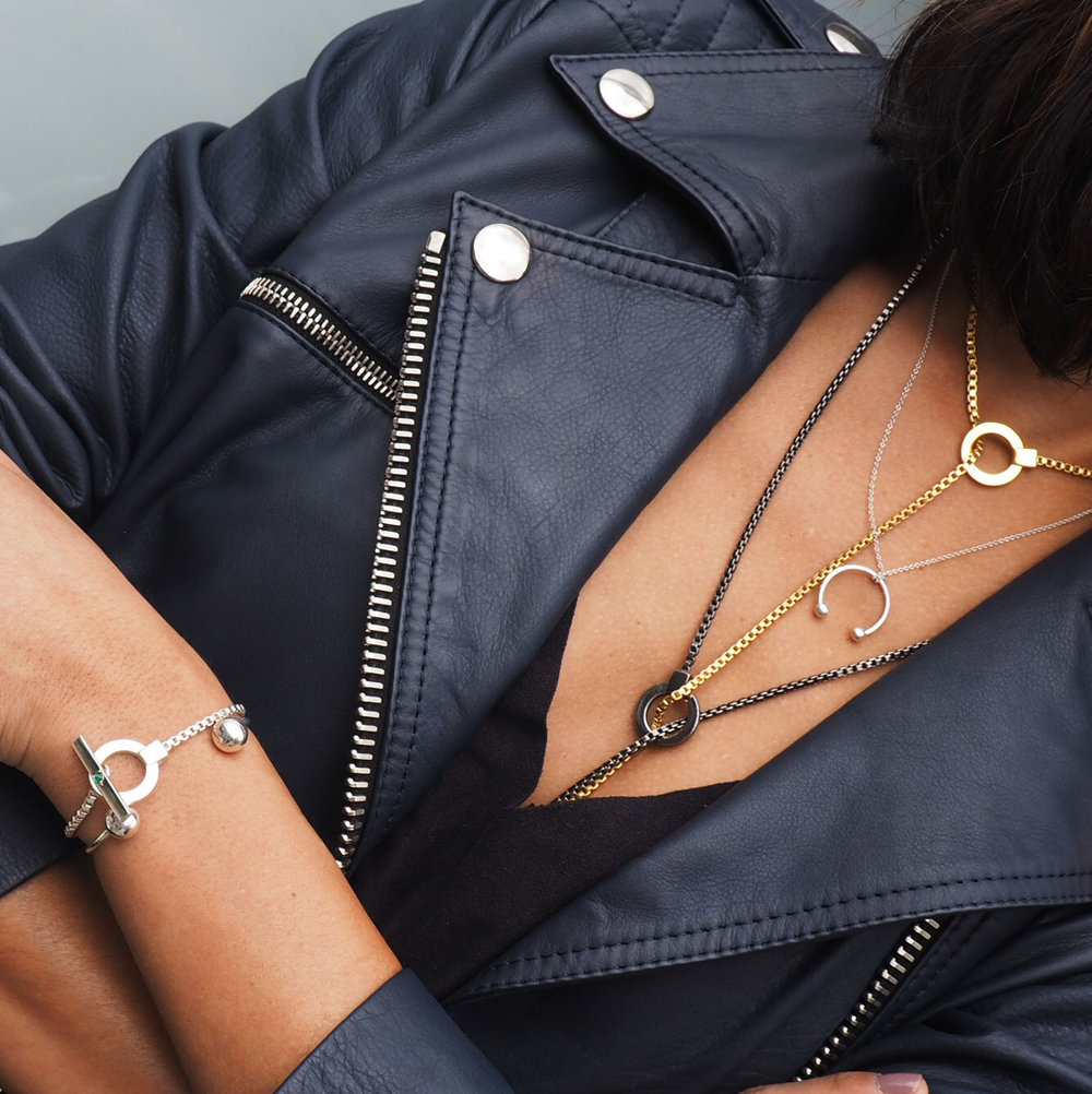 ana-buendia-jewelry-disenadores-latinos-latin-designers-best-cadenas-plata-2.jpg