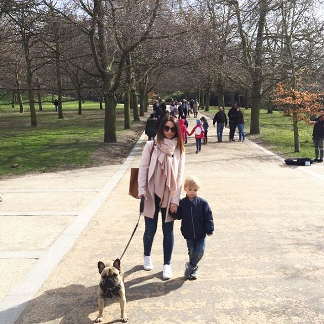 Despite the miserable faces (I'm so unphotogenic) we've had a lovely day today wandering around Greenwich Park in the sunshine. Happy Friday! 🐶🌳🌸#greenwichpark #london #happyfriday #frenchiesofinstagram #frenchie #frenchiepuppy #frenchiesociety #parklife #thisislondon #prettylittlelondon #bblogger #lblogger #discoverunder5k #beauxdiaries