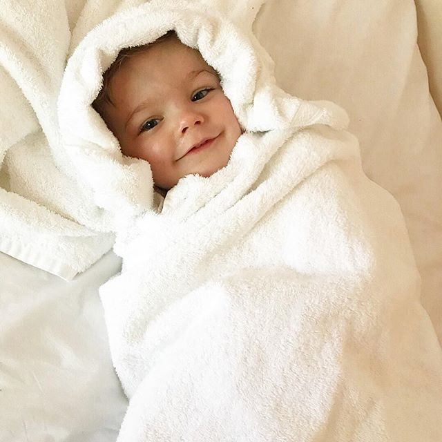 Getting ready for the weekend like... ⠀⠀⠀⠀⠀⠀⠀⠀⠀ Nothing like a hot bubble bath and snuggles before bed.  It's been a long week and we can't wait for the weekend, early nights all round! #bathtime #bedtime #bathtimebaby #bathtimefun #thewhitecompany #jojomamanbébé #johnsonsbaby #thelittlewhitecompany #discoverunder5k #beautysleep #beauty #hugo #love #family #familylife #beauxdiaries