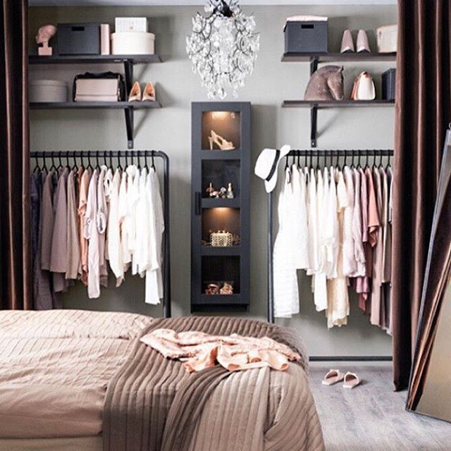 All Tidy!! Just kidding 😂 this isn't my closet but it's the design I want in my bedroom! The father in law is currently sawing up a storm in my living room - think this might be his next project!! What do you think shouldn't be too hard? 🤔😂 #wardrobegoals #interior #blushpink #bedroomgoals #grey #copper #marble #thismarblelife #pintrest #interiors #discoverunder5k #pink #interiordesignersofinsta  #interiorgoals #inspiration #bloggerstyle #renovations #renovations #lovestylelife #discoverunder10k #bloggerstylelife  #beauxdiaries