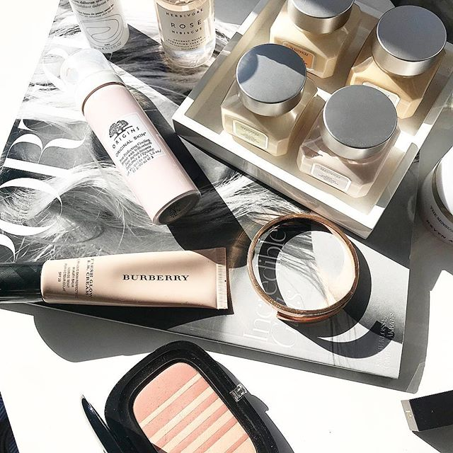 It's been a while! Life happens! Here's a few bits I'm loving lately- special mention to the new @origins cooling primer, it literally makes my pores disappear! Such a great base product!! What have you been loving lately? #onthetable #makeupmess #makeup #makeupparty #makeuponpoint #tomfordbeauty #marcjacobsbeauty #origins  #originsskincare #netaporter #marble #beauty #beautycare #avene #herbivorebotanicals #herbivore #skincare #skincareroutine #beautycommunity #lfl #fwis #fotd #motd #beautystyle #bblogger #lblogger #chanel #discoverunder5k #discoverunder2k #beauxdiaries